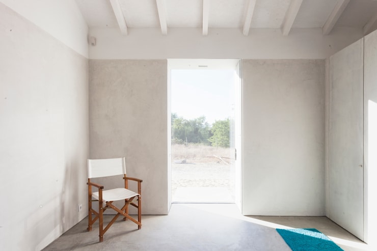 Living room by Atelier Data Lda
