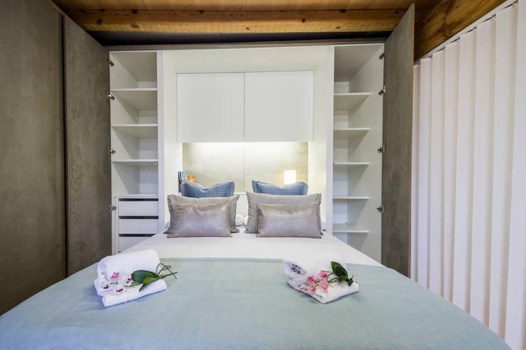 Dormitorio: Hoteles de estilo  de jaione elizalde estilismo inmobiliario - home staging