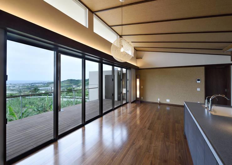 風の通る家: アーキペラゴデザイン一級建築士事務所が手掛けた窓です。,モダン
