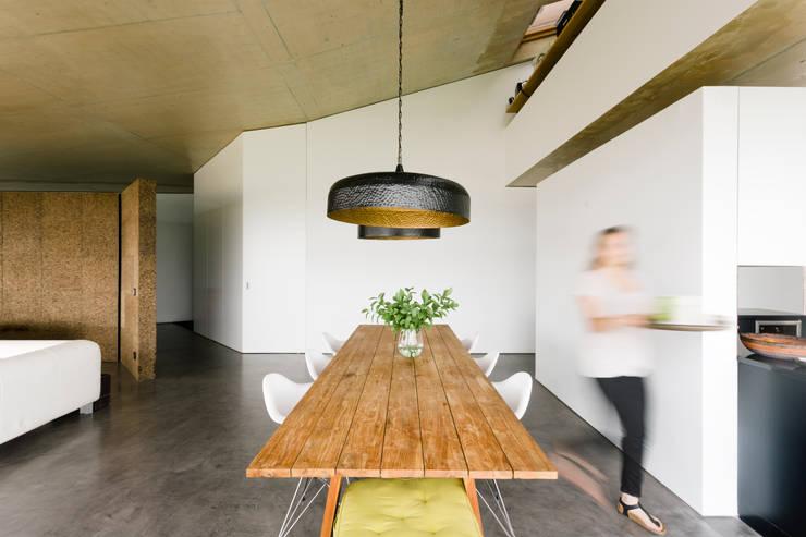Столовые комнаты в . Автор – Atelier Data Lda