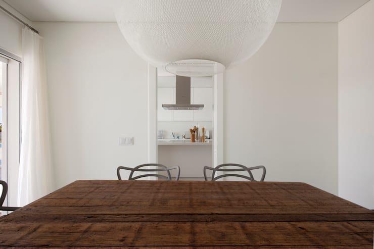 Dining room by Atelier Data Lda