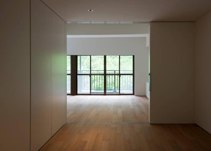 ROR: 一級建築士事務所アトリエソルト株式会社が手掛けた寝室です。,