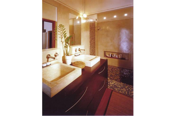 Donizzetti: Bagno in stile in stile Minimalista di Spagnulo & Partners