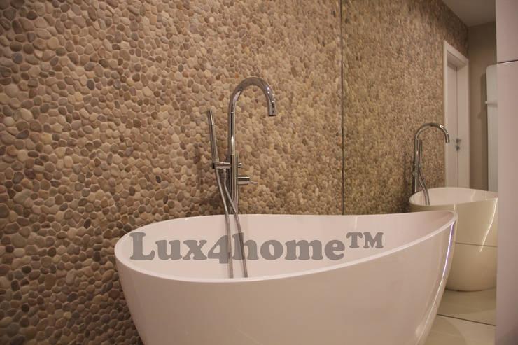Beżowe otoczaki do łazienki - otoczaki na ścianie: styl , w kategorii Łazienka zaprojektowany przez Lux4home™