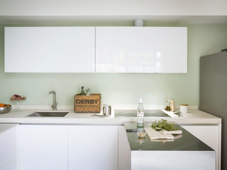 Cocinas de estilo moderno por MIROarchitetti