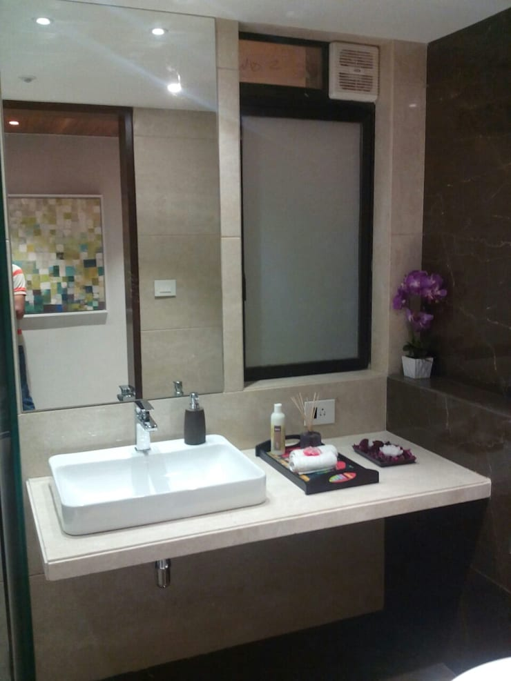 Residential Interior Project @ Mumbai:  Bathroom by Nikneh studio