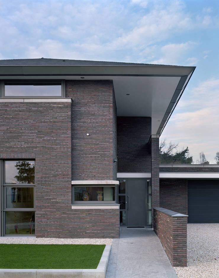 Villa in Limburg :  Huizen door Engelman Architecten BV