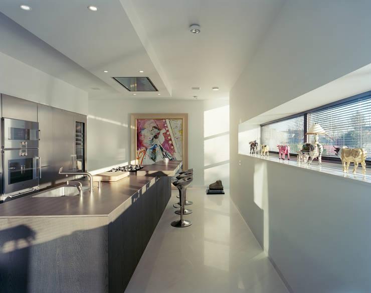 Villa in Limburg : moderne Keuken door Engelman Architecten BV