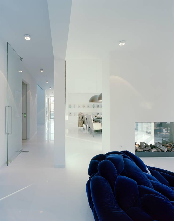 Villa in Limburg :  Woonkamer door Engelman Architecten BV