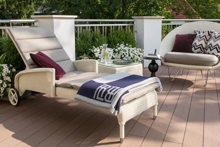 Villa klassisch:  Terrasse von KJUBiK Innenarchitektur