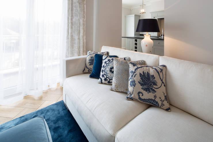 Villa klassisch: klassische Wohnzimmer von KJUBiK Innenarchitektur