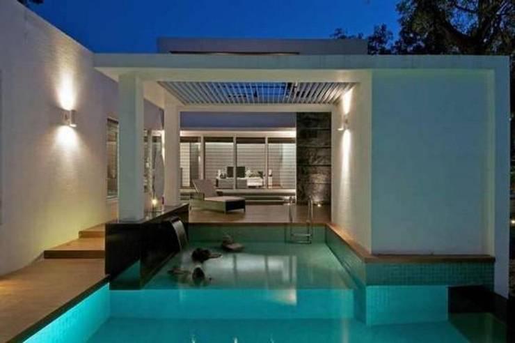 Bungalow:  Pool by ralife dewigbs