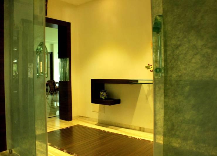 Bungalow:  Living room by ralife dewigbs