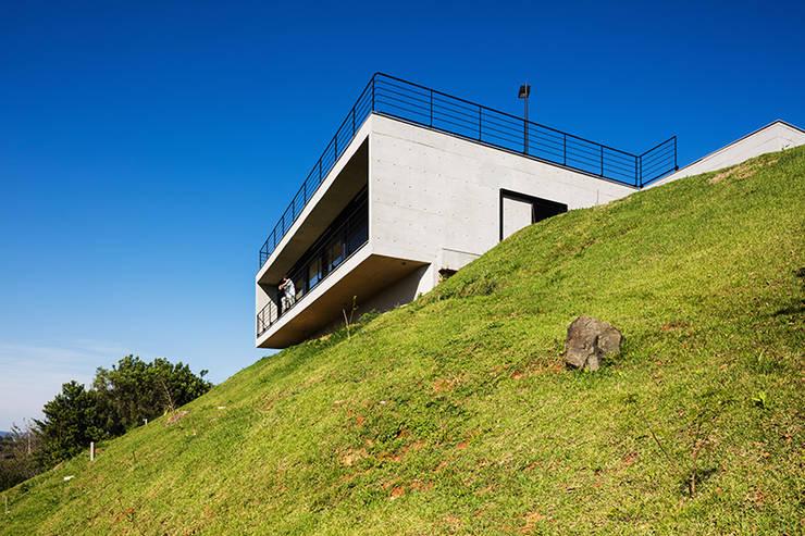 Casa JJ: Jardins  por obra arquitetos ltda