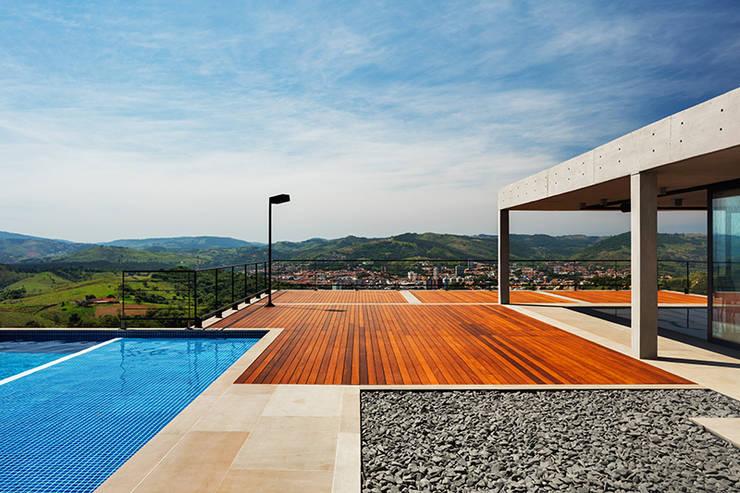 Terrazas  de estilo  por obra arquitetos ltda