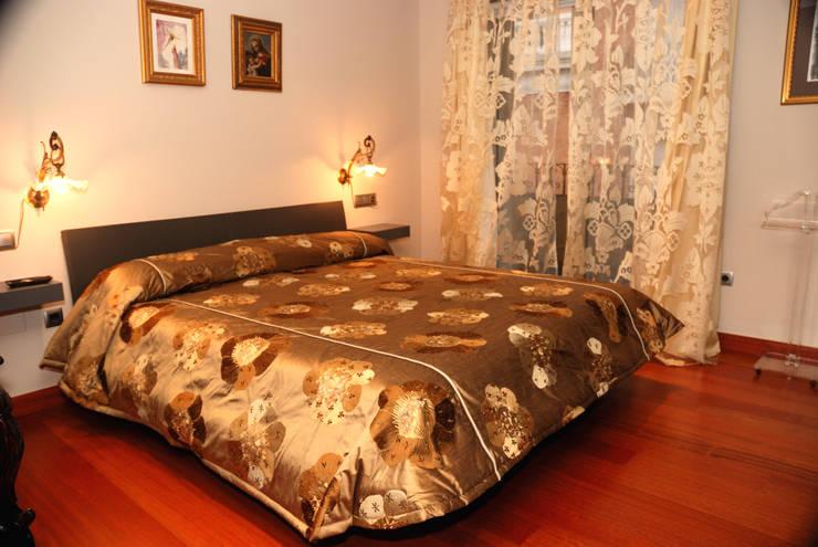 Ático - duplex en Murcia: Dormitorios de estilo ecléctico de Rosa Sánchez Arquitectura de interior