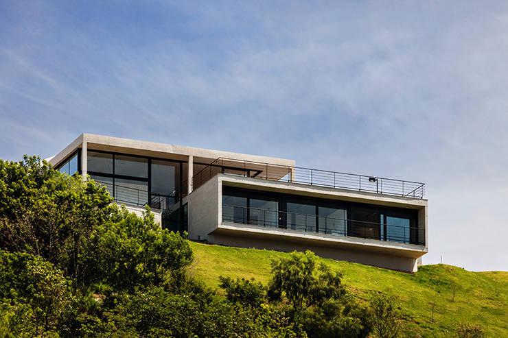 Casa JJ: Terraços  por obra arquitetos ltda