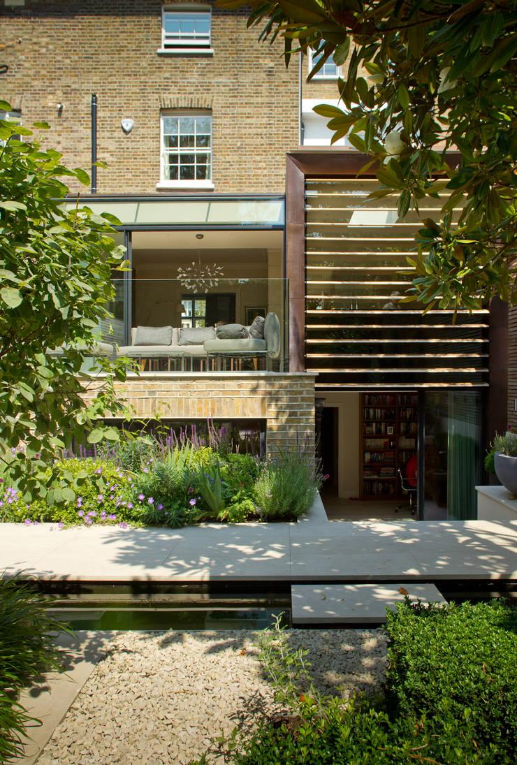 Terrazas de estilo  de Nash Baker Architects Ltd, Moderno