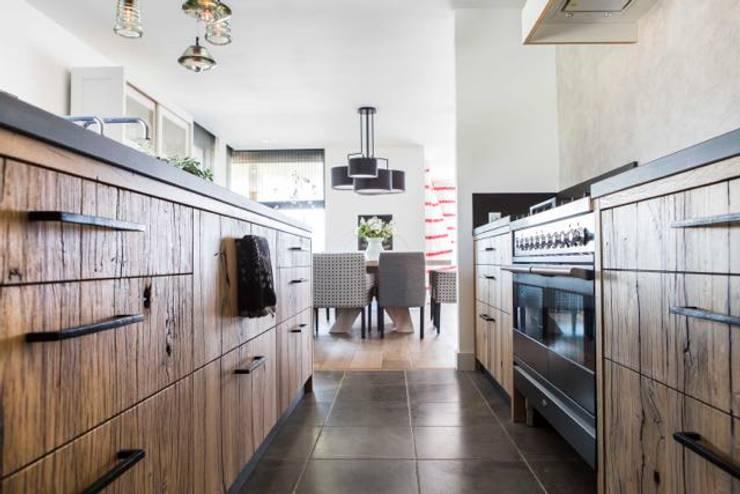 Interieurontwerp Villa:  Keuken door SMEELE Ontwerpt & Realiseert, Landelijk