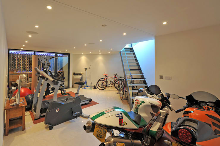 Basement:  Gym by Paul Wiggins Architects