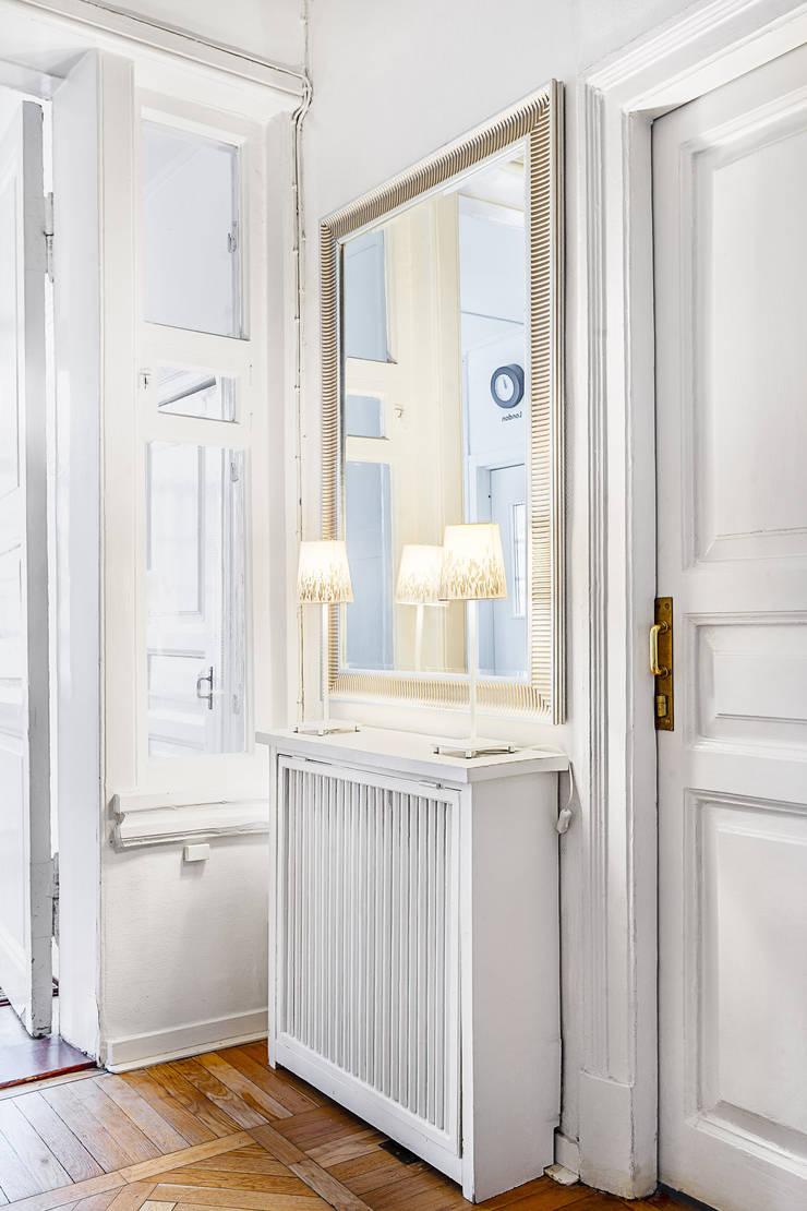 Шведский дом в Москве: Коридор и прихожая в . Автор – K-Studio
