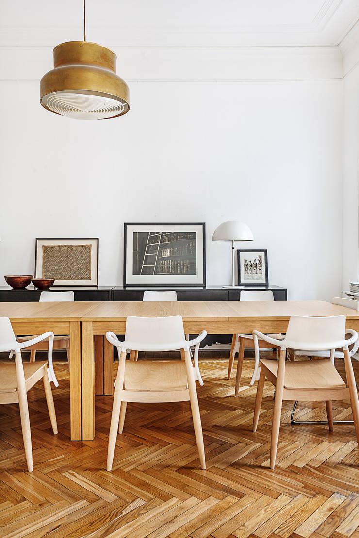 Шведский дом в Москве: Столовые комнаты в . Автор – K-Studio