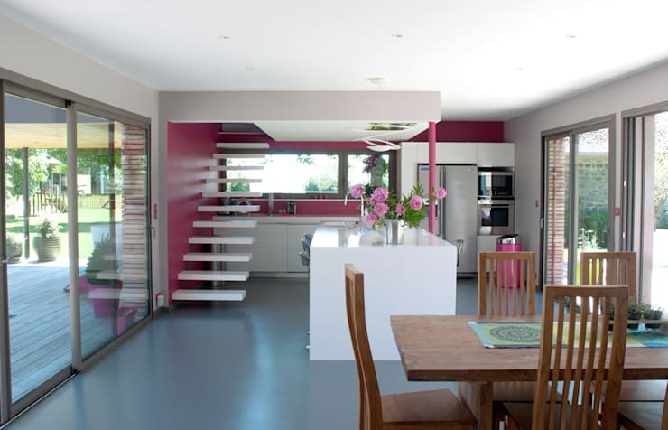 Kitchen by Atelier d'Architecture Marc Lafagne,  architecte dplg