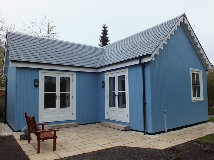 One Bedroom Wee House - Ayrshire: classic Houses by The Wee House Company