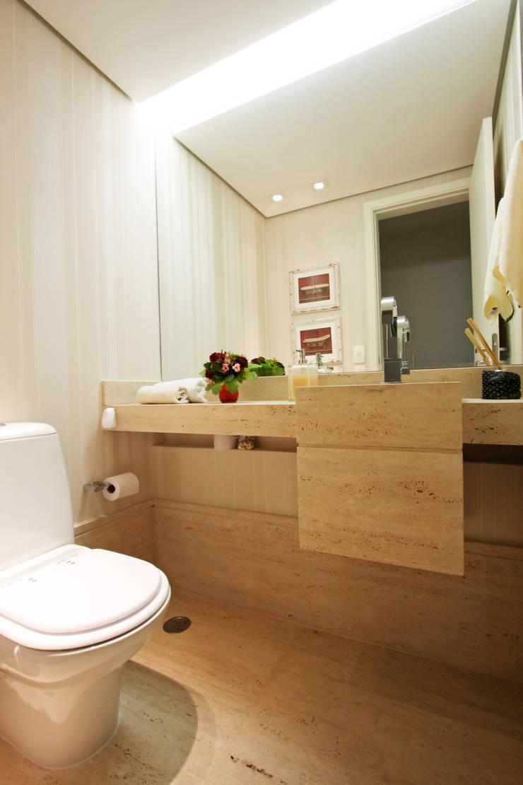 Apartamento Granja Julieta: Banheiros  por Officina44