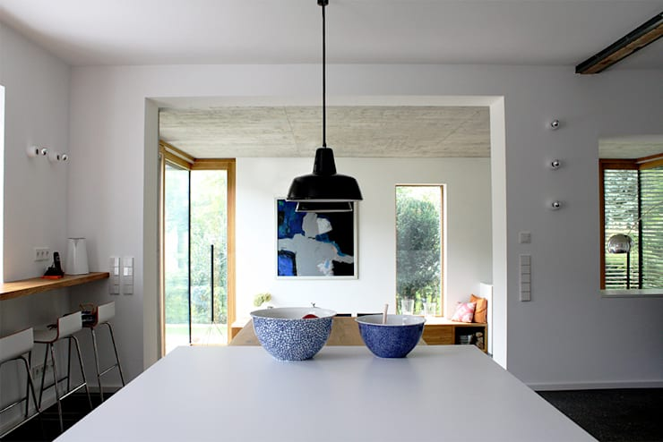 Haus L125: moderne Küche von Holzerarchitekten