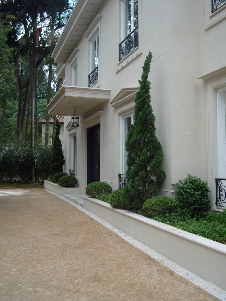 Residência São Paulo 1: Jardins  por Luciana Moraes Paisagismo