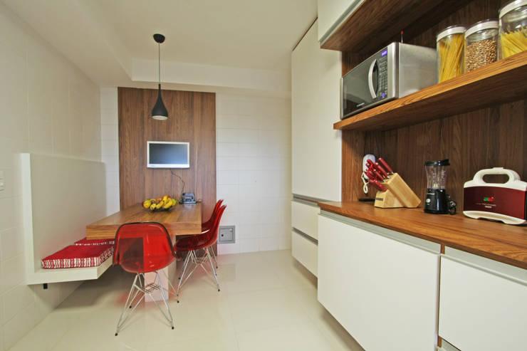 Apartamento Granja Julieta: Cozinhas  por Officina44