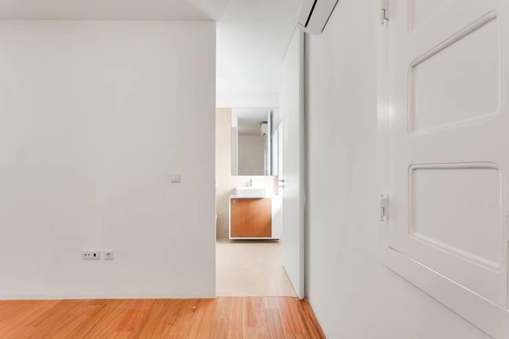 Renovação de uma casa em Viseu: Quartos  por BAU UAU ARQUITECTURA