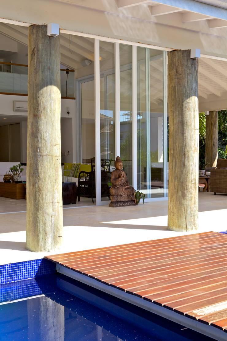Projeto Residencial - Manguinhos, Búzios: Terraços  por Mônica Gervásio Arquitetura & Design