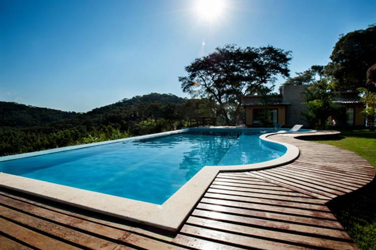 สระว่ายน้ำ by L2 Arquitetura