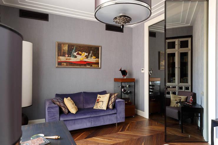 Квартира на Кемской улице в Санкт-Петербурге: Гостиная в . Автор – Студия дизайна интерьера 'Юдин и Новиков',