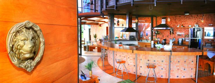 rustic Kitchen by Hérmanes Abreu Arquitetura Ltda