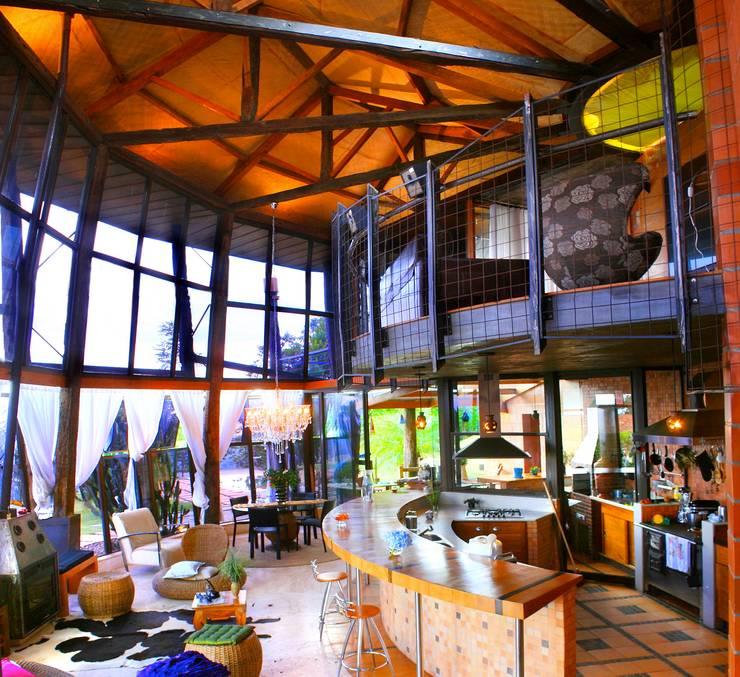Residência Portal da Torre: Salas de estar rústicas por Hérmanes Abreu Arquitetura Ltda