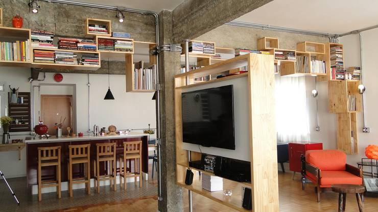 Livings de estilo  por omnibus arquitetura
