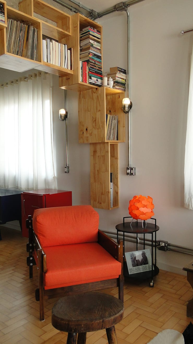 canto estante: Salas de estar  por omnibus arquitetura,