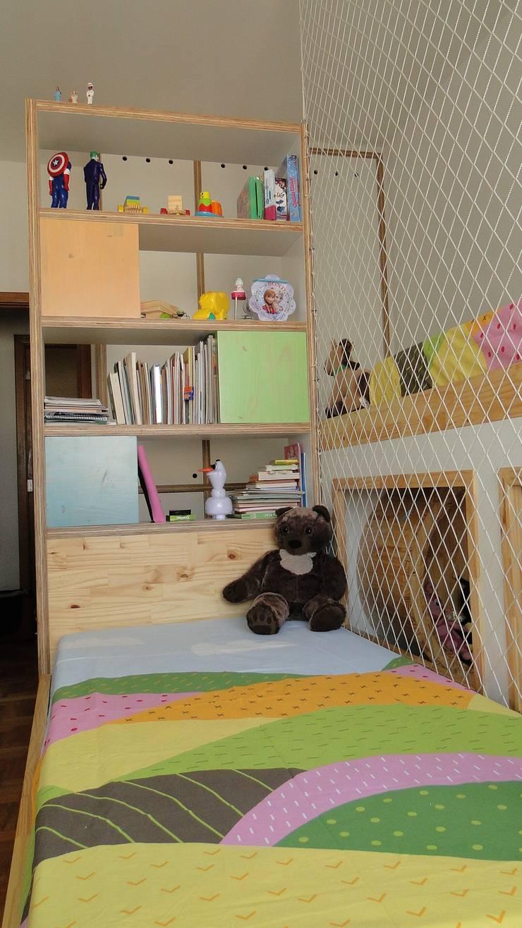 quarto para brincar 2: Quarto infantil  por omnibus arquitetura,