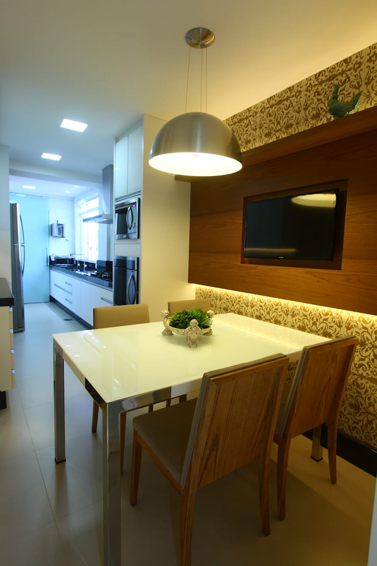 Uma cobertura estilo moderno e minimalista: Cozinhas  por Oleari Arquitetura e Interiores
