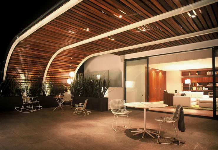 بلكونة أو شرفة تنفيذ Weber Arquitectos