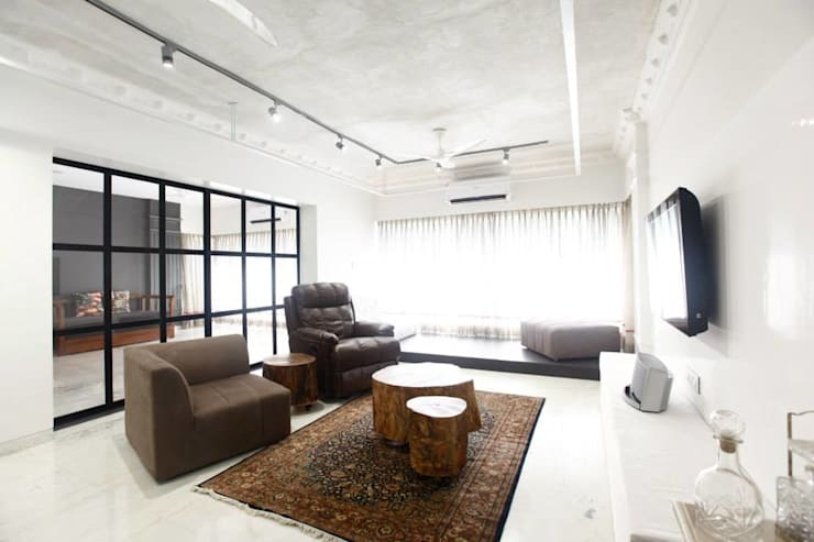 Khar Residence:  Living room by SwitchOver Studio