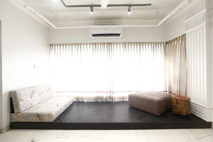 Khar Residence:  Living room by SwitchOver Studio