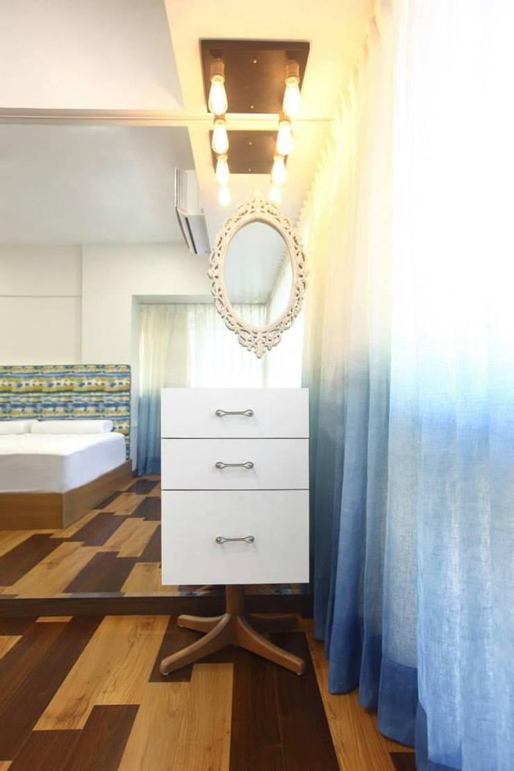 Khar Residence:  Bedroom by SwitchOver Studio