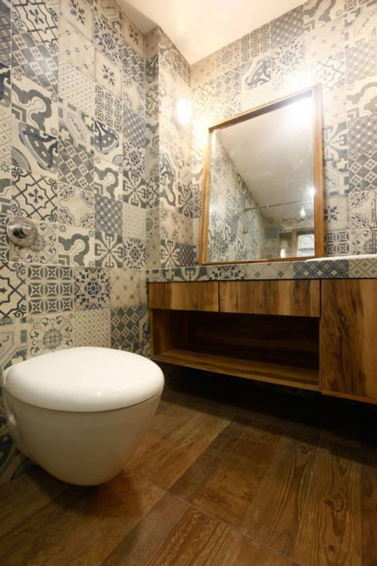 Khar Residence:  Bathroom by SwitchOver Studio