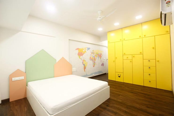 Khar Residence:  Bedroom by SwitchOver Studio