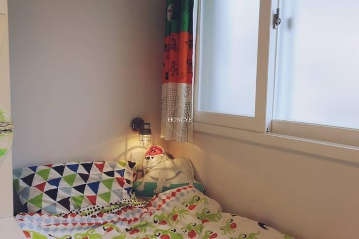 북유럽느낌 물씬 20평 빌라 인테리어: 홍예디자인의  아이방