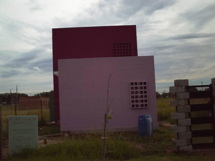 Casa de bloques 20-40: Casas de estilo  por Arq. Luciano Altube